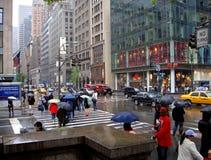 Cinquième Avenue pluvieuse photos libres de droits