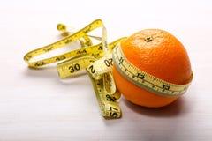 Cinta anaranjada y de medición Fotos de archivo