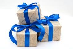 Cinta azul envuelta regalo Fotografía de archivo libre de regalías