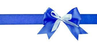 Cinta azul y arco del regalo en blanco Imagen de archivo libre de regalías