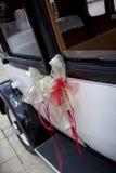Cinta de la boda en un coche Fotografía de archivo