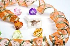 Cinta de oro como corazón. Aislado Foto de archivo libre de regalías