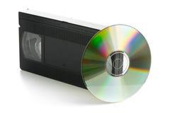 Cinta de video análoga con el disco del DVD Imagen de archivo libre de regalías