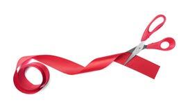 Cinta del rojo de los cortes de las tijeras imágenes de archivo libres de regalías