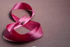 Cinta hermosa con el anillo foto de archivo libre de regalías