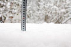 Cinta métrica en nieve Imagen de archivo