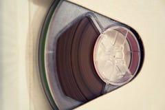 Cinta magnética del registrador audio de carrete en el fondo blanco Imagen de archivo libre de regalías