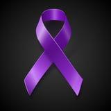 Cinta púrpura de la conciencia sobre fondo negro stock de ilustración