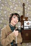 Cinta retra del carrete de la guitarra del micrófono de la mujer del cantante 60s Fotografía de archivo libre de regalías