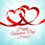 Cinta roja con dos corazones entrelazados Imágenes de archivo libres de regalías
