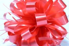 Cinta roja del Año Nuevo de la esfera en el fondo blanco Imagenes de archivo