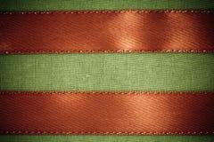 Cinta roja en fondo verde de la tela con el SP de la copia Fotos de archivo libres de regalías