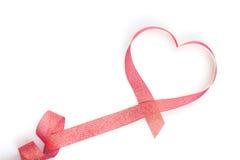 Cinta roja en forma de corazón del día de tarjeta del día de San Valentín Fotos de archivo