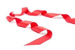 Cinta roja espiral, aislada en blanco Fotografía de archivo libre de regalías