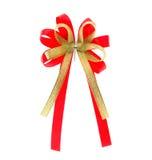 Cinta roja y arco de oro aislados Foto de archivo libre de regalías