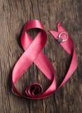 Cinta rosada hermosa con el anillo imagen de archivo
