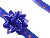 Cinta y arqueamiento azules del regalo Fotos de archivo libres de regalías