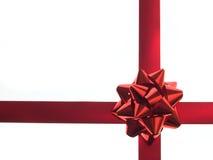 Cinta y arqueamiento rojos del regalo Imágenes de archivo libres de regalías