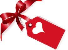 Cinta y escritura de la etiqueta rojas con el corazón Fotografía de archivo