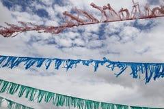 Cintas coloreadas en el cielo Foto de archivo libre de regalías