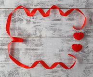 Cintas formadas como corazones en el blanco, concepto del día de tarjetas del día de San Valentín Imagen de archivo libre de regalías