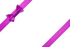 Cintas púrpuras con el arqueamiento Imágenes de archivo libres de regalías