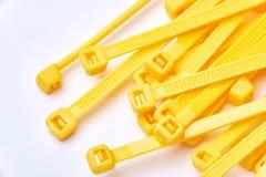 Cintas plásticas amarelas Foto comercial no fundo branco fotos de stock royalty free
