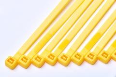 Cintas plásticas amarelas Foto comercial no fundo branco fotos de stock