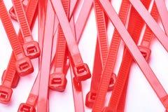 Cintas plásticas vermelhas Foto comercial no fundo branco foto de stock royalty free