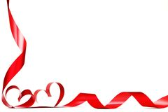 Cintas rojas del corazón Imagenes de archivo