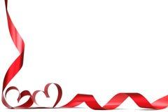 Cintas rojas del corazón Fotos de archivo libres de regalías