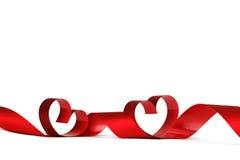 Cintas rojas del corazón Fotos de archivo