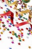 Cintas rojas y de oro y pequeño confeti coloridos Imagen de archivo libre de regalías