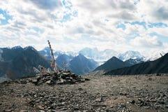 Cintas sagradas encima de la montaña Fotos de archivo libres de regalías