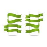 Cintas verdes fijadas, en el fondo blanco Fotos de archivo