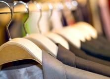 Cintre avec des jupes Image stock