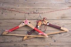 Cintres avec des décorations de Noël Photographie stock