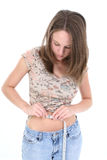 Cintura de medição estando bonita da mulher nova Fotografia de Stock