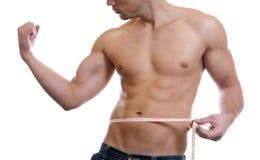 Cintura de medición del hombre muscular Fotos de archivo