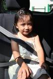 Cintura di sicurezza dell'inarcamento della ragazza Immagine Stock