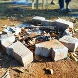 cinzas do fogo do acampamento foto de stock royalty free