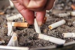 Cinzeiro do cigarro fotografia de stock