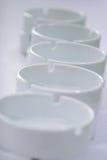 Cinzeiros vazios brancos Imagem de Stock