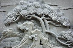 Cinzeladura chinesa da árvore de pinho de Feng Shui foto de stock royalty free