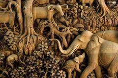 Cinzeladura da madeira de Tailândia Fotos de Stock Royalty Free