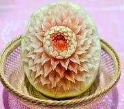 Cinzeladura da melancia. Imagens de Stock