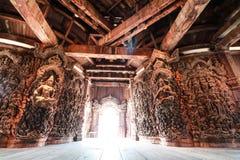 Cinzeladura de madeira imagem de stock