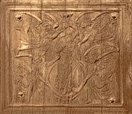 Cinzeladura de madeira antiga na porta velha da igreja antiga Foto de Stock Royalty Free