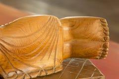 Cinzeladura de madeira de buddha do pé Cinzeladura de madeira do estilo tailandês Foto de Stock Royalty Free