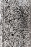 Cinzeladura de pedra antiga com o ornamento decorativo floral e dos pássaros Imagens de Stock